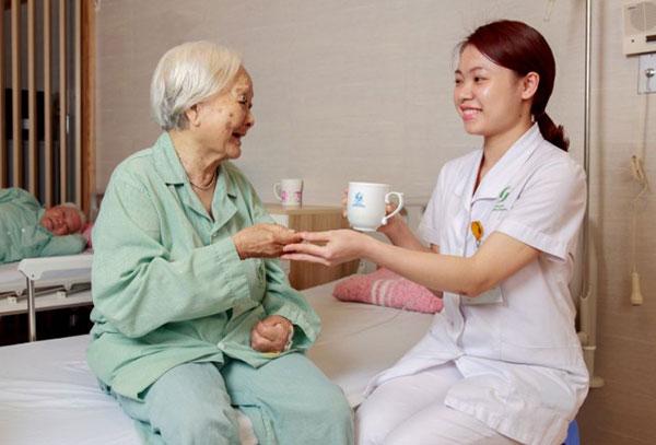 xuất khẩu lao động chăm sóc người già tại nhật