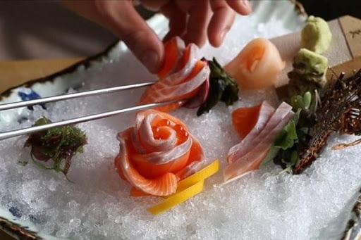 trang trí món sashimi