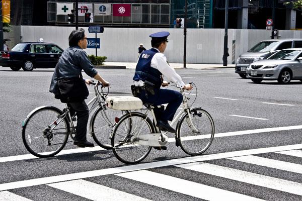 Cảnh sát Nhật sử dụng xe đạp làm phương tiện di chuyển chủ yếu
