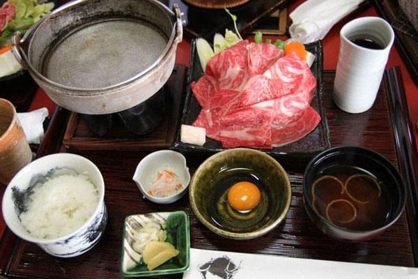 Những lưu ý về món lẩu Sukiyaki Nhật Bản