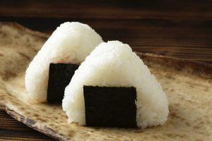 """4 Bước """"Easy"""" để làm Cơm Nắm Onigiri kiểu Nhật"""