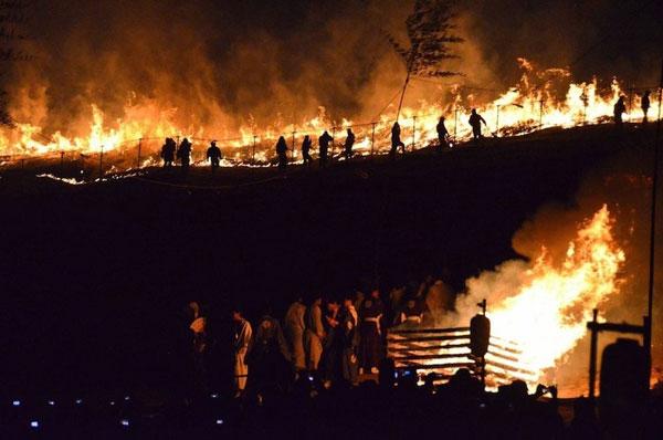 Lễ hội đốt núi