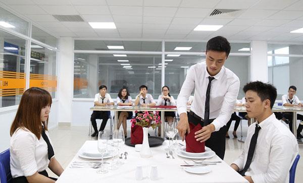 Kỳ thi Tokutei ngành Dịch vụ ăn uống – Nhà hàng