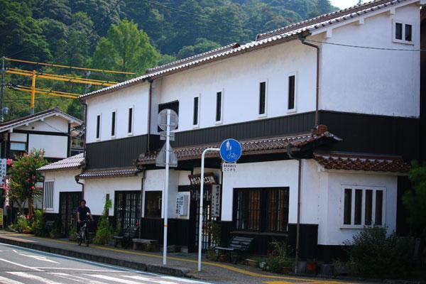 Khu nhà kho tường trắng Kurayoshi