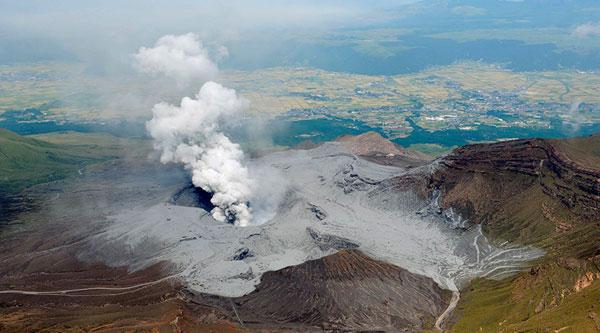 Đỉnh núi lửa Aso tỉnh kumamoto japan