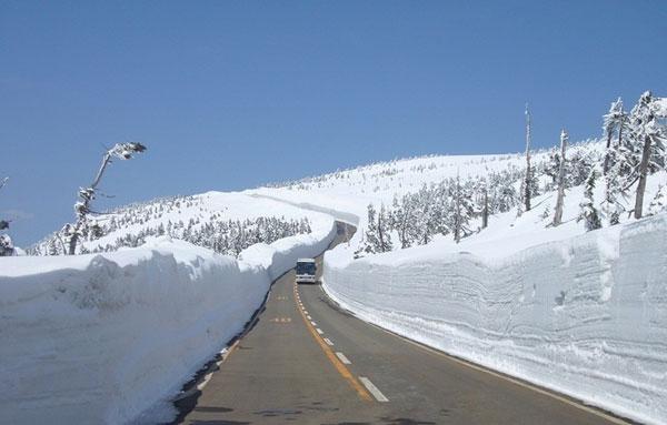 Bức tường tuyết Hachimantai Aspite