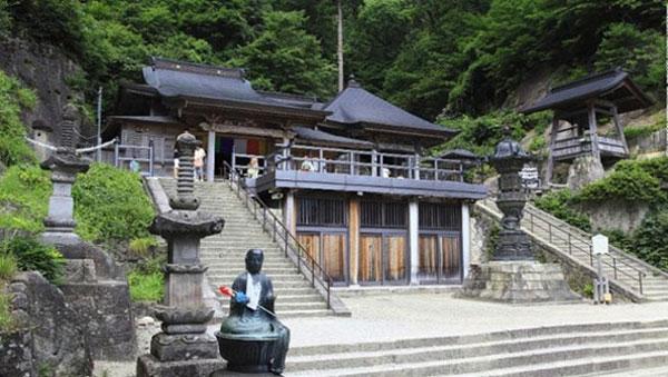 Chùa Risshaku-ji tỉnh yamanaga